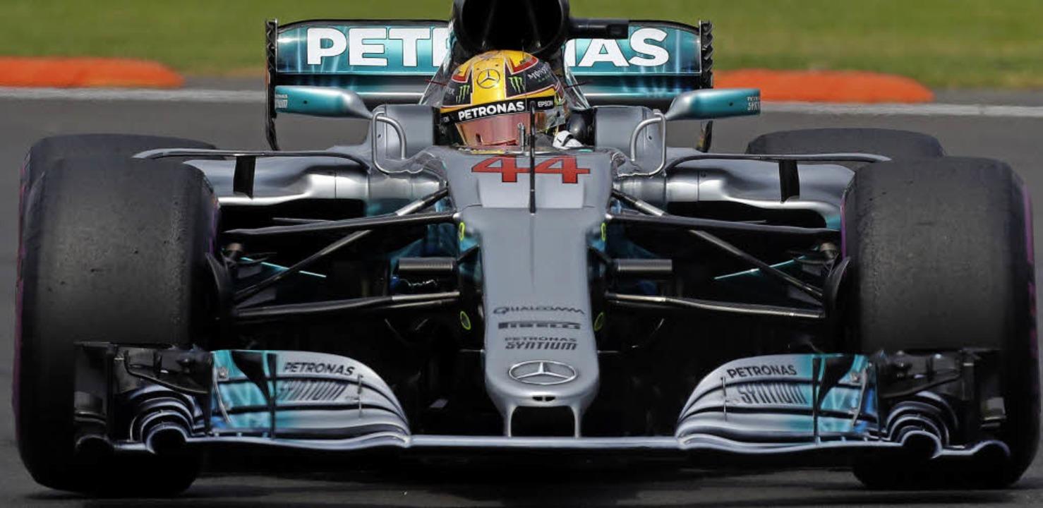 Im Silberpfeil eine Wucht: Lewis Hamil... Mexiko zum neuen Formel1-Weltmeister.  | Foto: dpa
