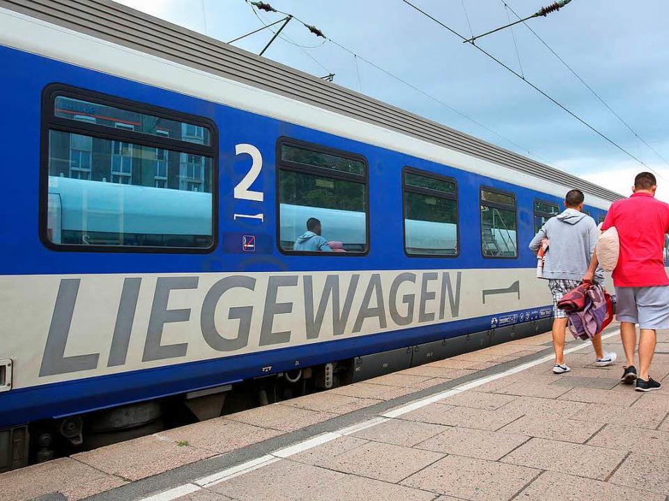Rund 1,4 Millionen Nachtreisende melde...r seit dem Rückzug der Deutschen Bahn.  | Foto: dpa