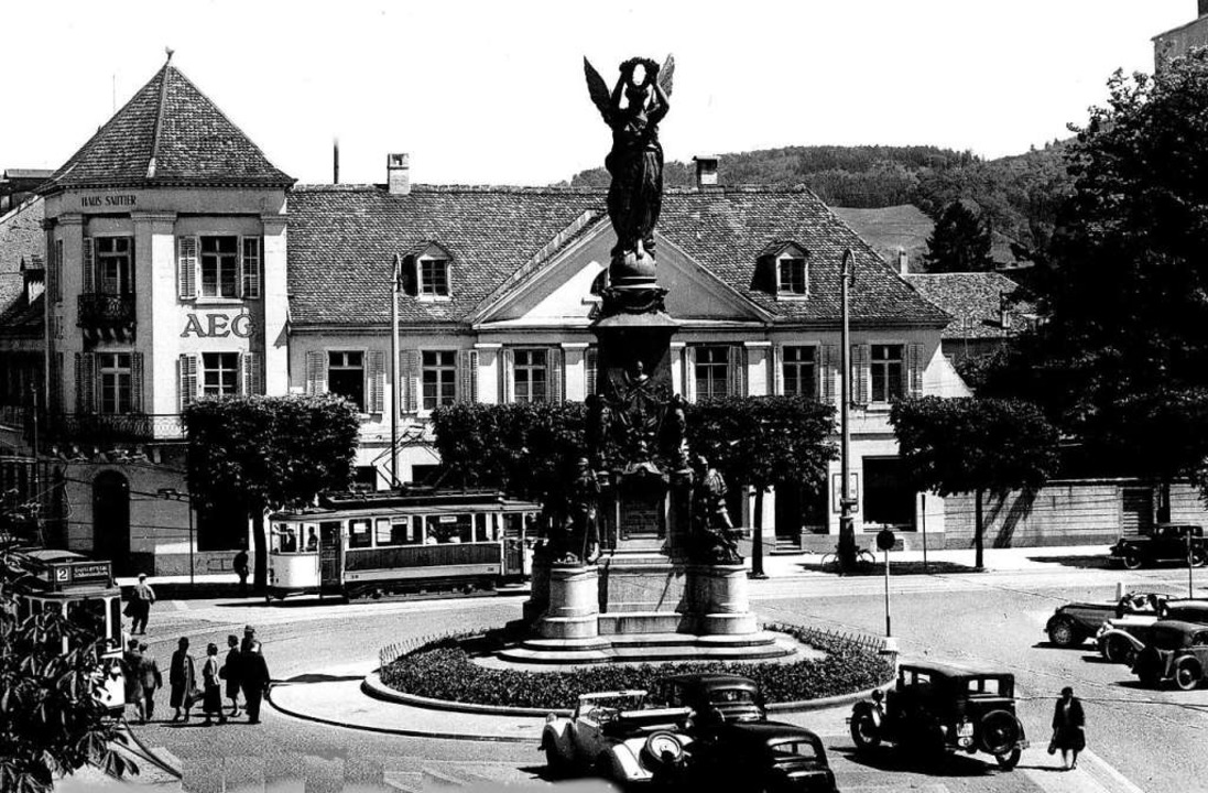 Bereits um das Jahr 1935 war der Berei...ens jeder freie Parkplatz ausgenutzt.   | Foto: Archiv Hans Sigmund