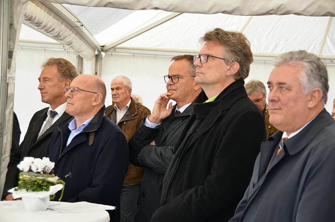 Mit MdB Norbert Barthle (von links) un... waren auch hohe Politikler angereist.  | Foto: hrö