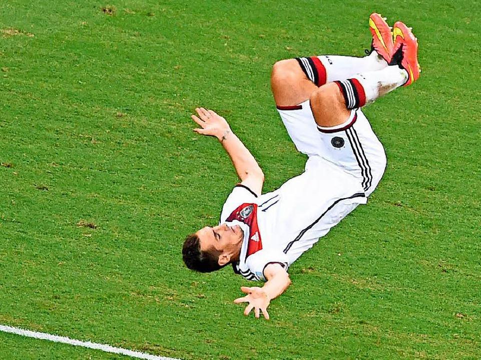 Miro Klose machte den Salto zu seinem Jubel-Markenzeichen.  | Foto: dpa