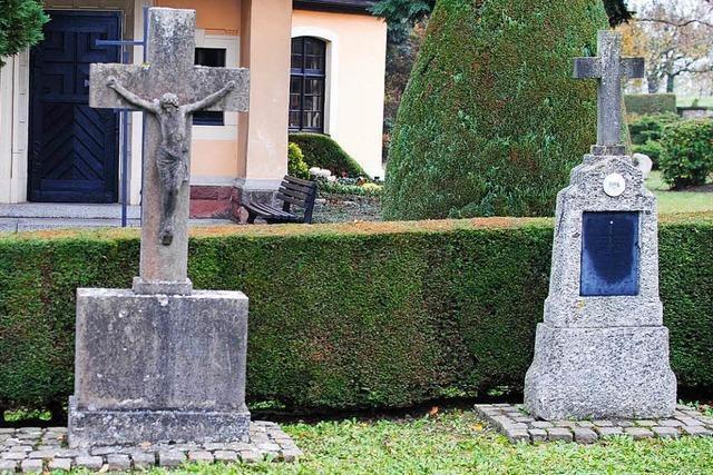 Unbekannter schlägt 66-jährige Frau auf Friedhof bewusstlos