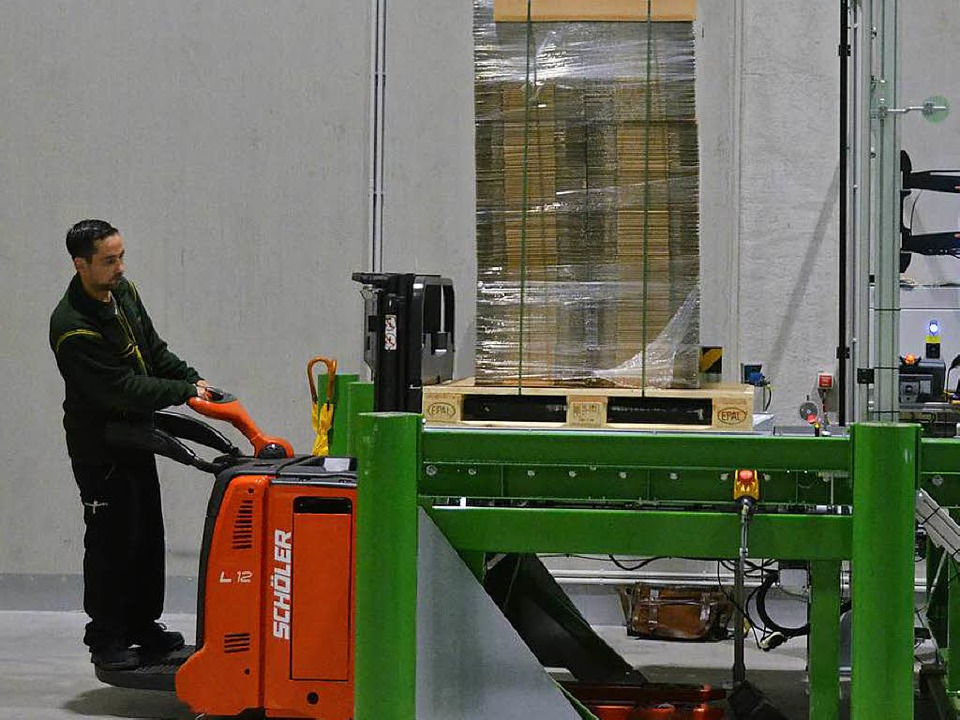 Joachim Sonner liefert die Ware an, die...  | Foto: Sebastian Krüger