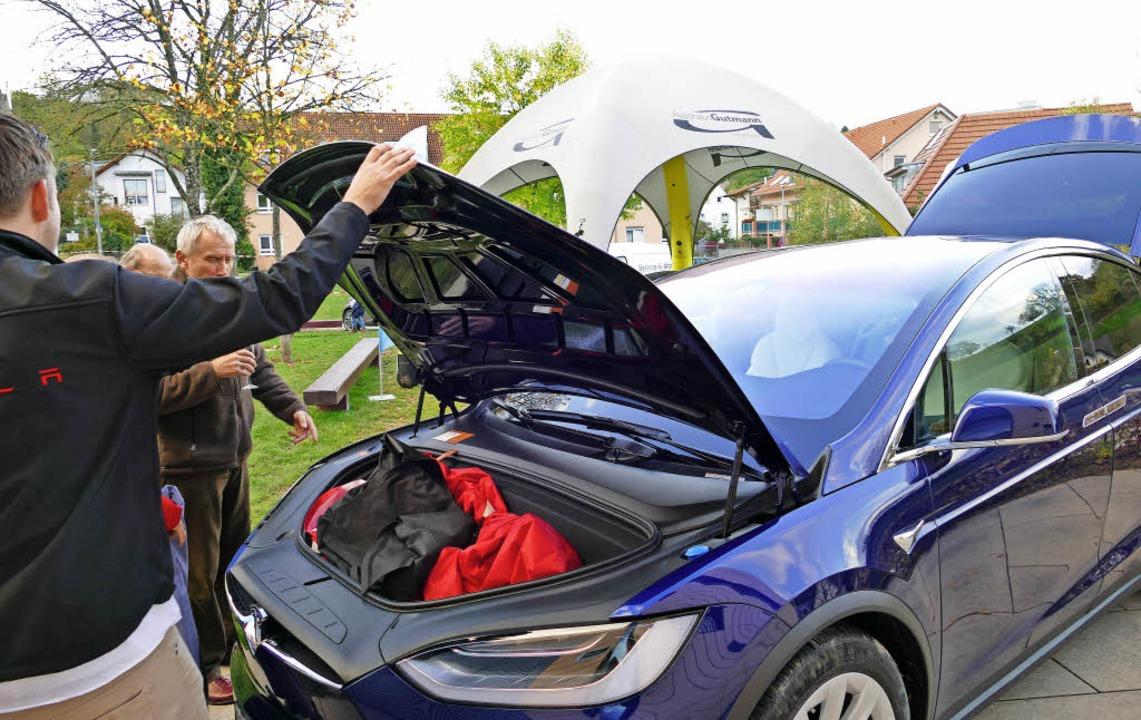 Ein Auto ohne Motor gab es beim Energietag in Au zu sehen.     Foto: Louis Gross