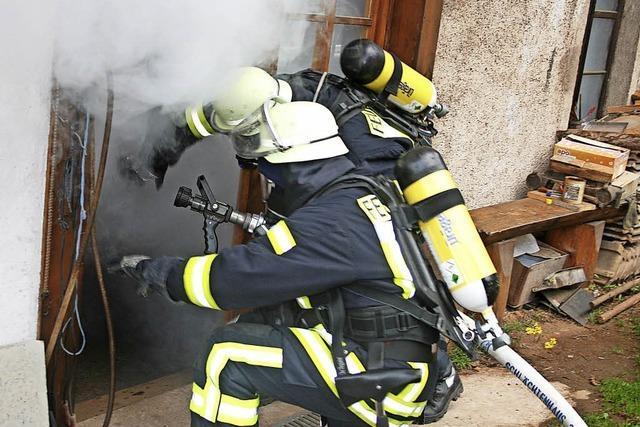 Übungseinsatz mit viel Rauch aus der Werkstatt
