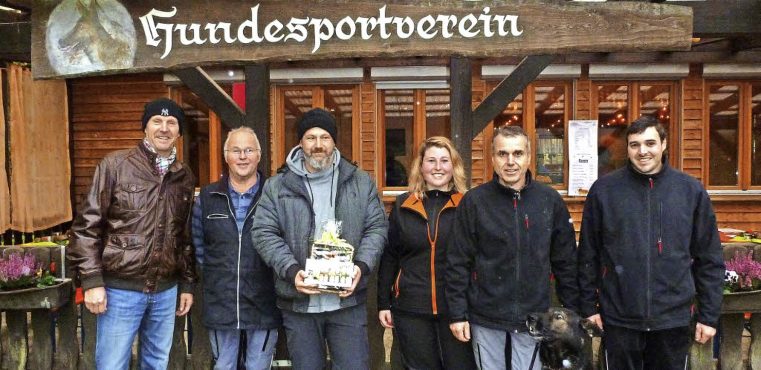Arno Stiefvater  (Zweiter von rechts),...die Vereinsvorsitzende Katrin Böhler.   | Foto: E. Groß