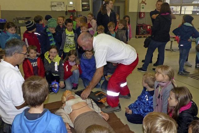 Rettungsdienste zeigten, was im Notfall zu tun ist