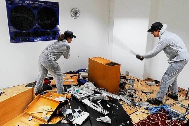 Gestresste Pariser entladen ihre Wut im Fury Room