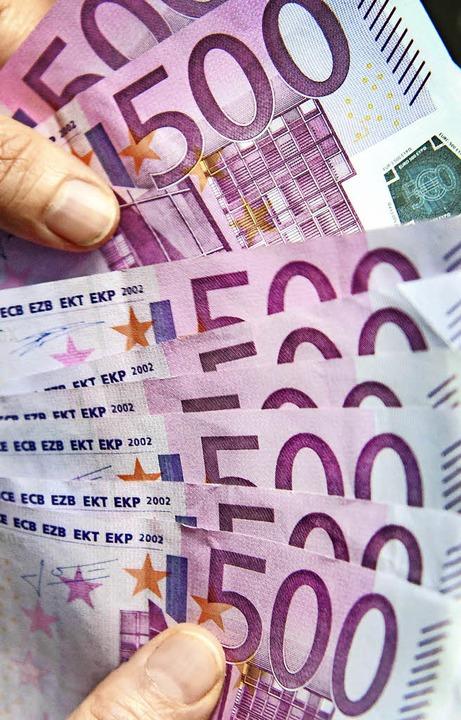 Welcher Verein hätte nicht gern so einen 500-Euro-Schein?   | Foto: dpa