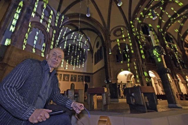 André Bless rückt mit einer Lichtinstallation die Johanneskirche in neues Licht