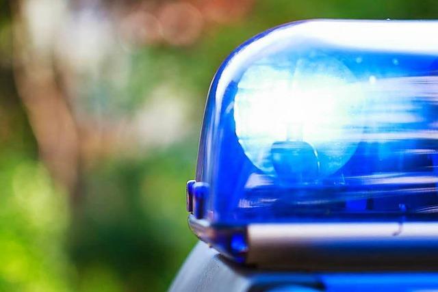 Lkw kracht auf A98 bei Lauchringen in Stauende - Sechs Verletzte