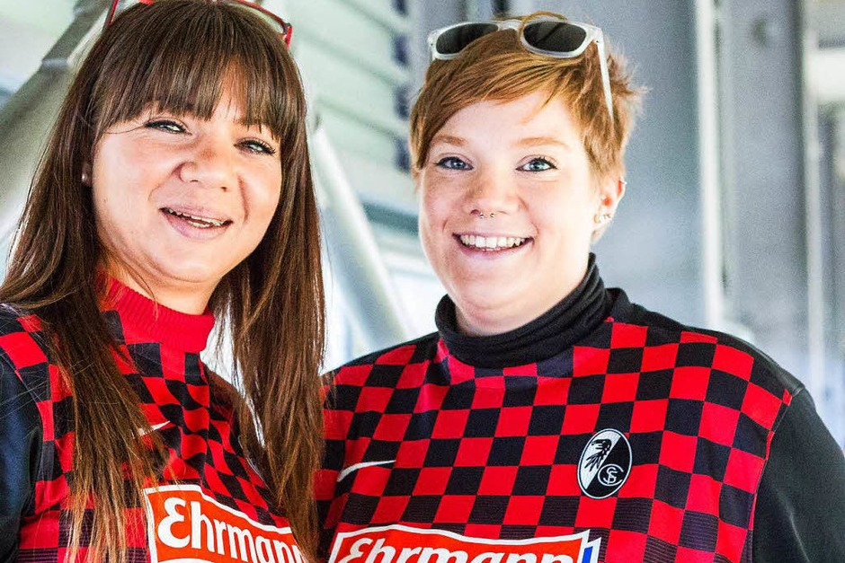 Fans des Sport-Club Freiburg (Foto: Carlotta Huber)