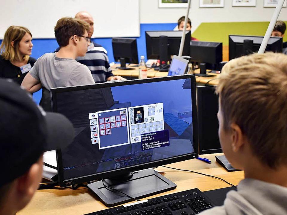 Gemeinsames Zocken bei der ersten Frei...er Computerschule des Jugendhilfswerks    Foto: Thomas Kunz