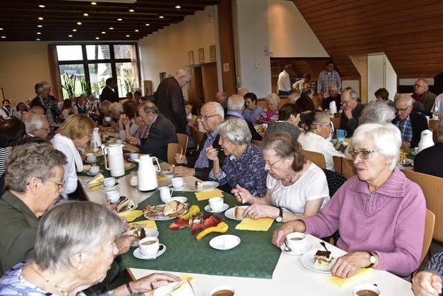 Senioren genießen Beisammensein