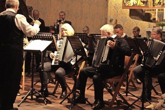 Harmonika-Orchester Öflingen bietet Konzert der Kontraste