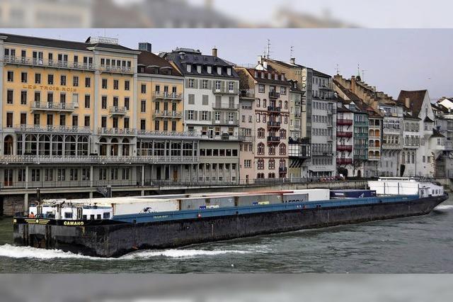 Im Basler Rhein darf die Schifffahrtsrinne tiefer gelegt werden