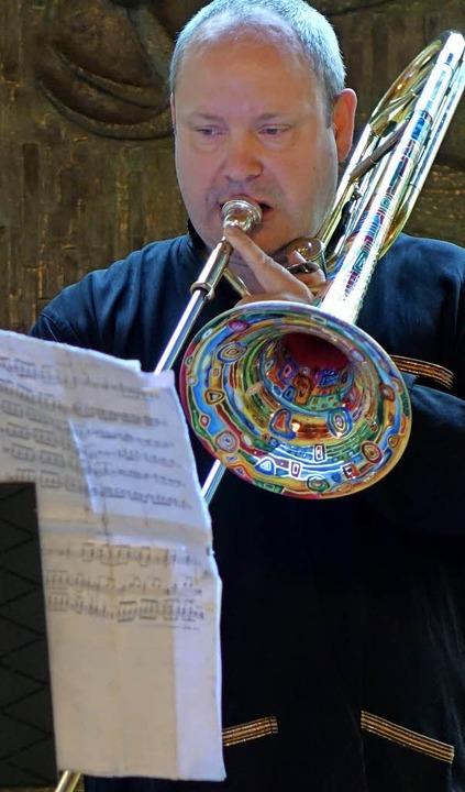 Dirk Amrein sang und spielte schräge Intervalle absolut treffsicher.    Foto: Archivfoto: Roswitha Frey