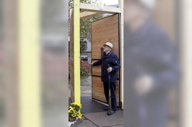 Eine Tür gibt einen Denkanstoß