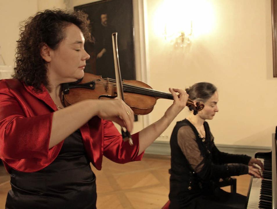Anikó Szathmáry (Violine) und Ulrike Höfner (Klavier)   | Foto: Erich Krieger