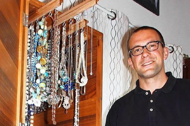 Michael Hennemann aus Herten hat einen mannshohen Schmuckschrank gebaut