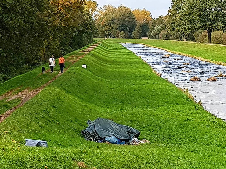 Keine unproblematische Bleibe: Matthias Mosers Lager am Dreisamufer bei Buchheim  | Foto: Julius Wilhelm Steckmeister
