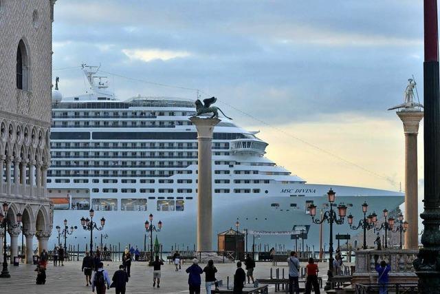 Zu große Kreuzfahrtschiffe dürfen nicht mehr im Hafen anlegen