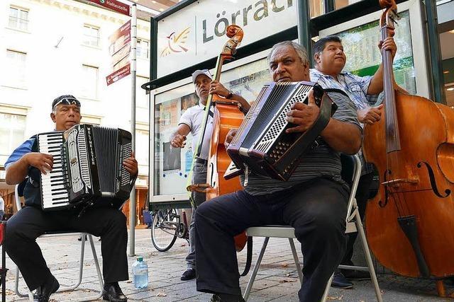 Diese Straßenmusiker bringen Lörrach zum Swingen