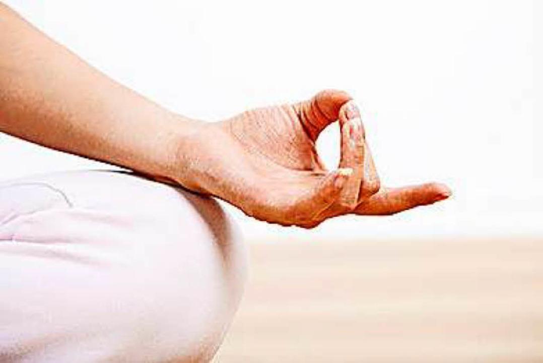 Meditieren geht immer. Aber hilft es auch bei einer miesen Nagelbettentzündung?