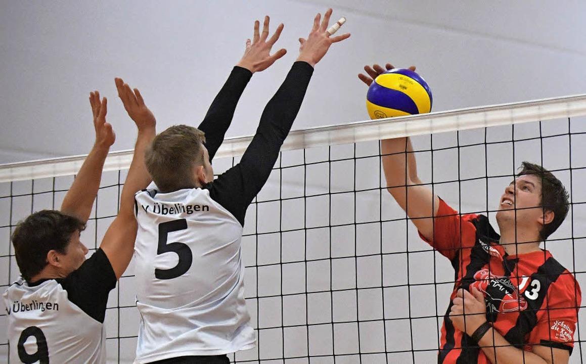 Der Bonndorfer Spielertrainer Simeon M...e Überlinger gewannen in drei Sätzen.   | Foto: Wolfgang scheu
