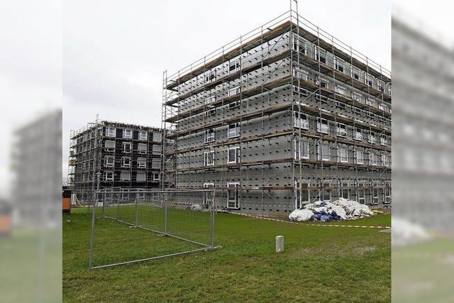 Freiburger Studierendenwerk weiht am Flugplatz zwei neue Wohnheime ein