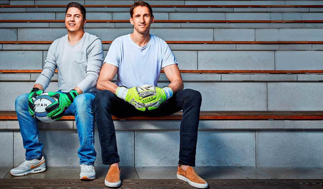 René Adler (rechts) spielt mit T1TAN-H...sagt Gründer und CEO Matthias Leibitz.  | Foto: Christoph Nertz