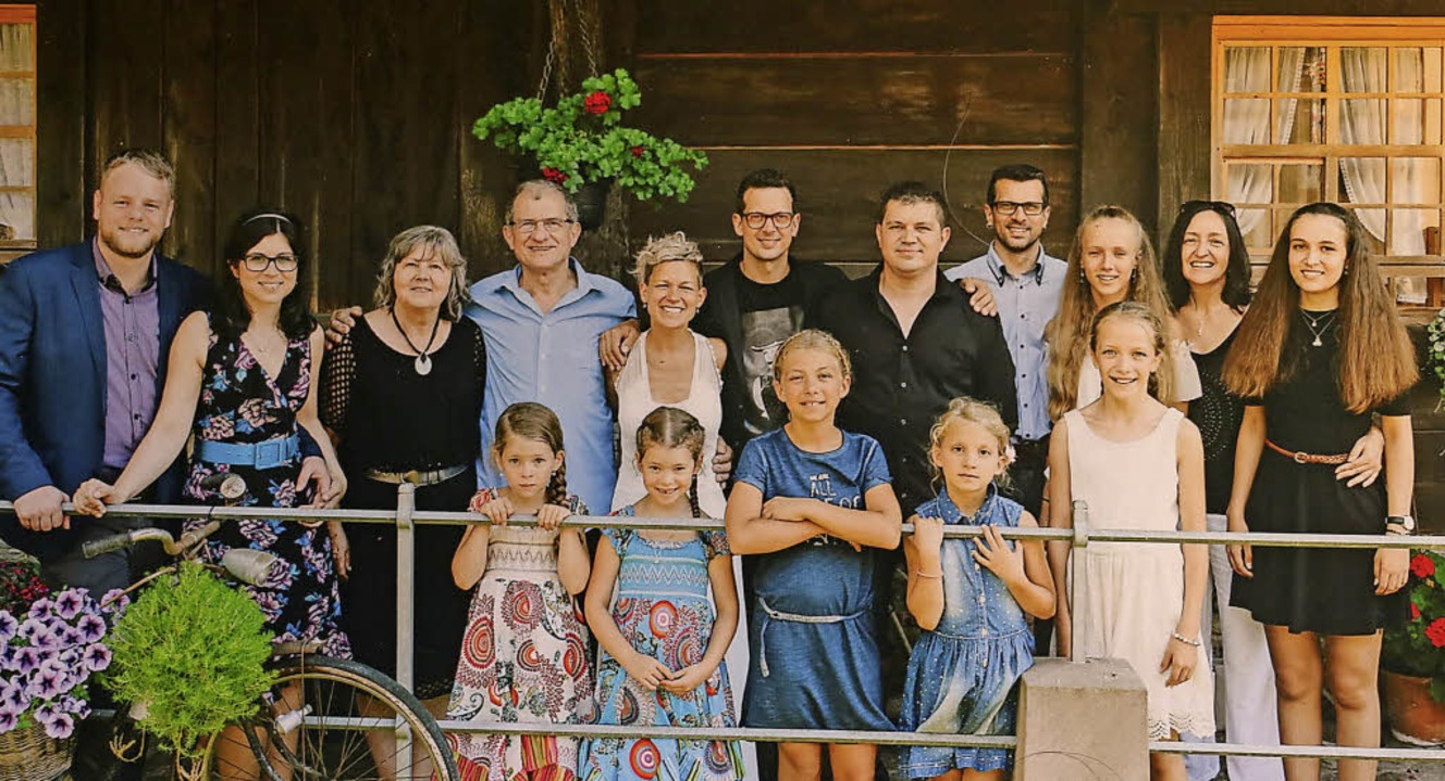 Die Familie Himmelsbach (hinten von li...illy, Mia Hilz und Tamara Himmelsbach     Foto: Theo Weber