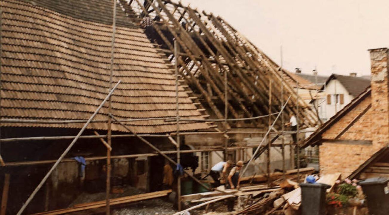 Die Sanierung des Dachstuhls Ende der 1980er Jahre     Foto: Repro: Theo Weber