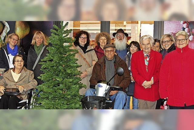 Seniorenheime dürfen Weihnachtsbäume schmücken