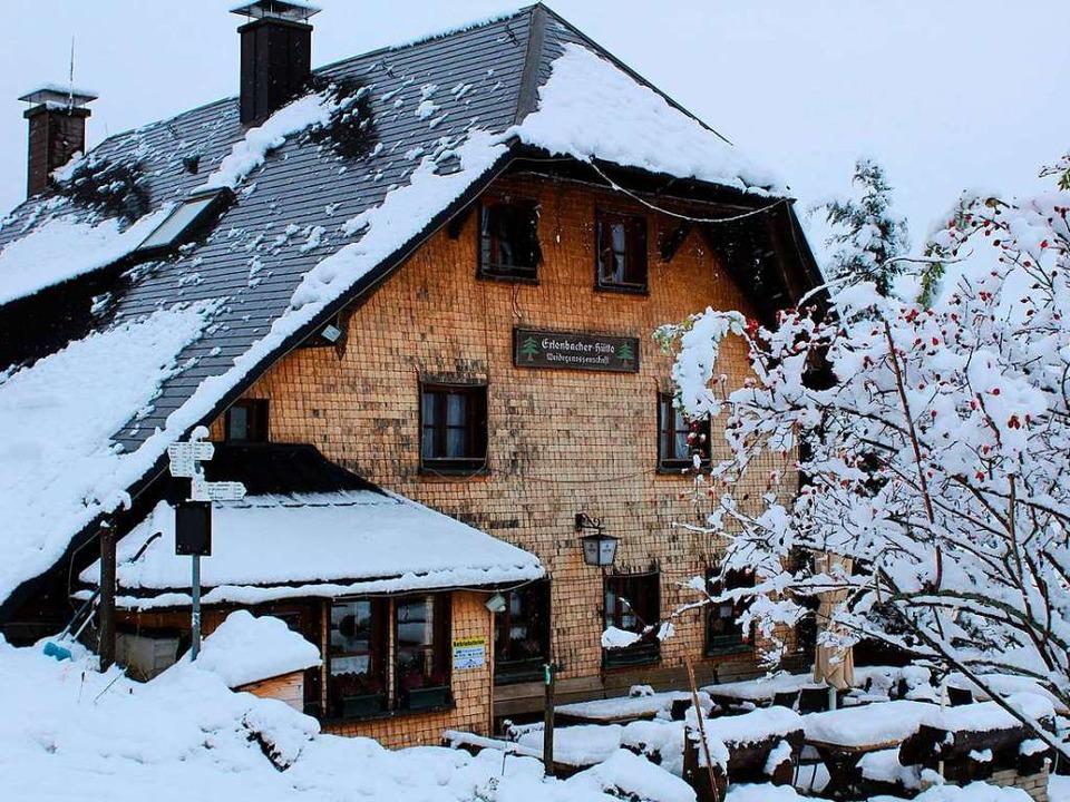 Idyllisch inmitten von Schnee liegt derzeit die Erlenbacher Hütte.     Foto: Erich Krieger