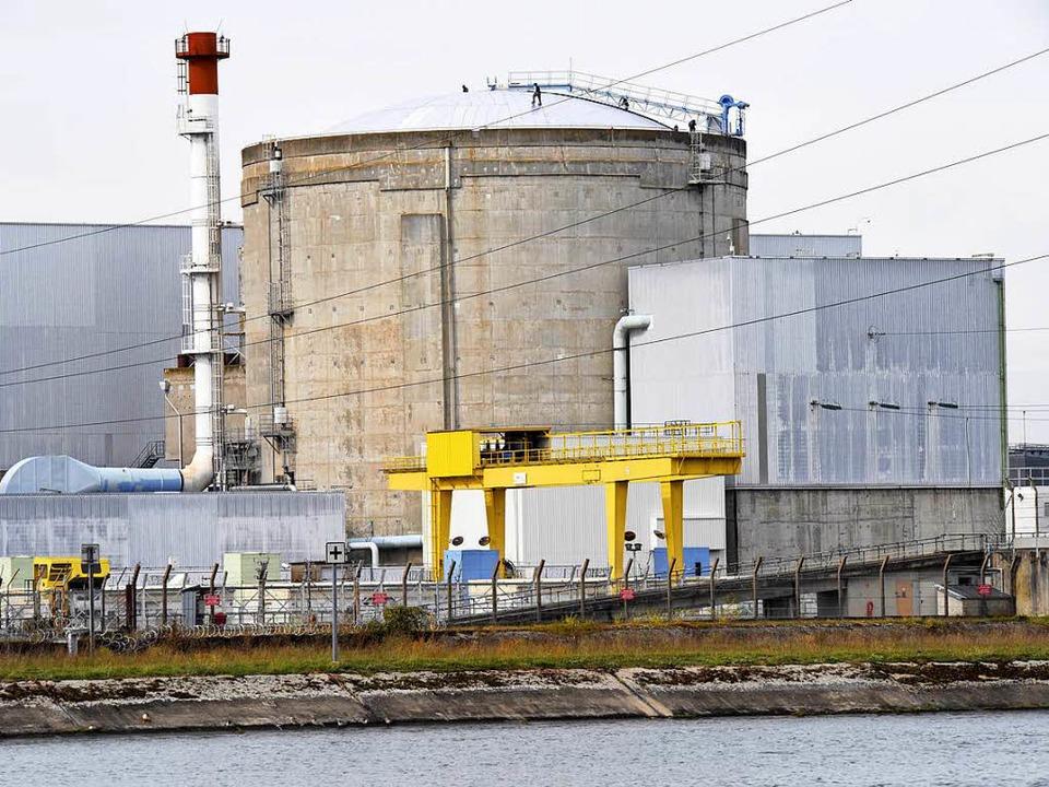 Wie lange noch? Das Akw Fessenheim ist...s ältester und umstrittenster Reaktor.  | Foto: Siegfried Gollrad
