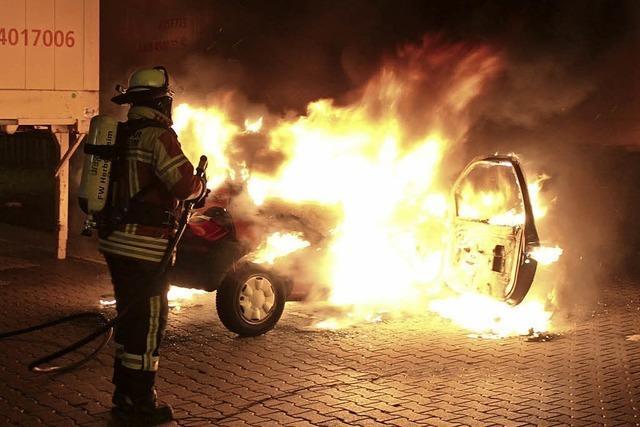 Wieder Auto in Flammen