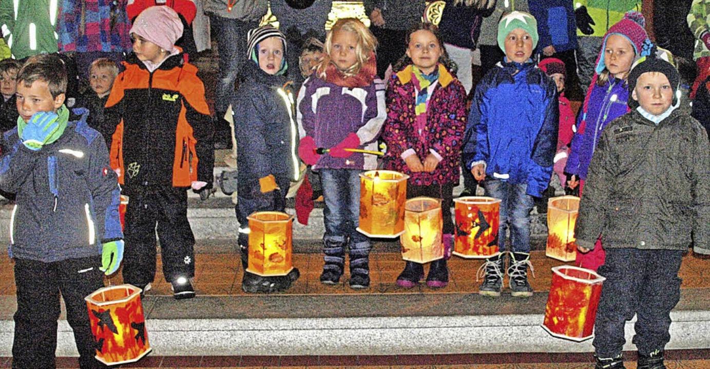Kurzerhand in die Hierbacher Kirche ve...tern der Viertklässler bewirtet wurden    Foto: Karin Stöckl-Steinebrunner
