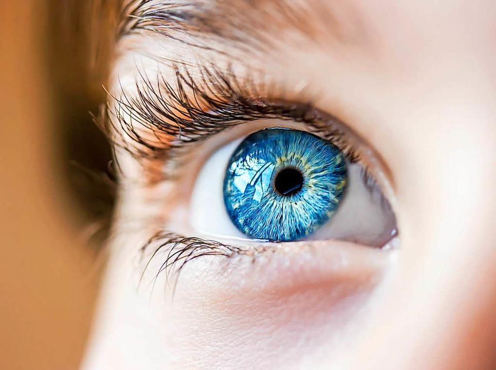 Woran liegt es, wenn das Augenlid gelegentlich unwillkürlich zuckt?  | Foto: Colourbox.de