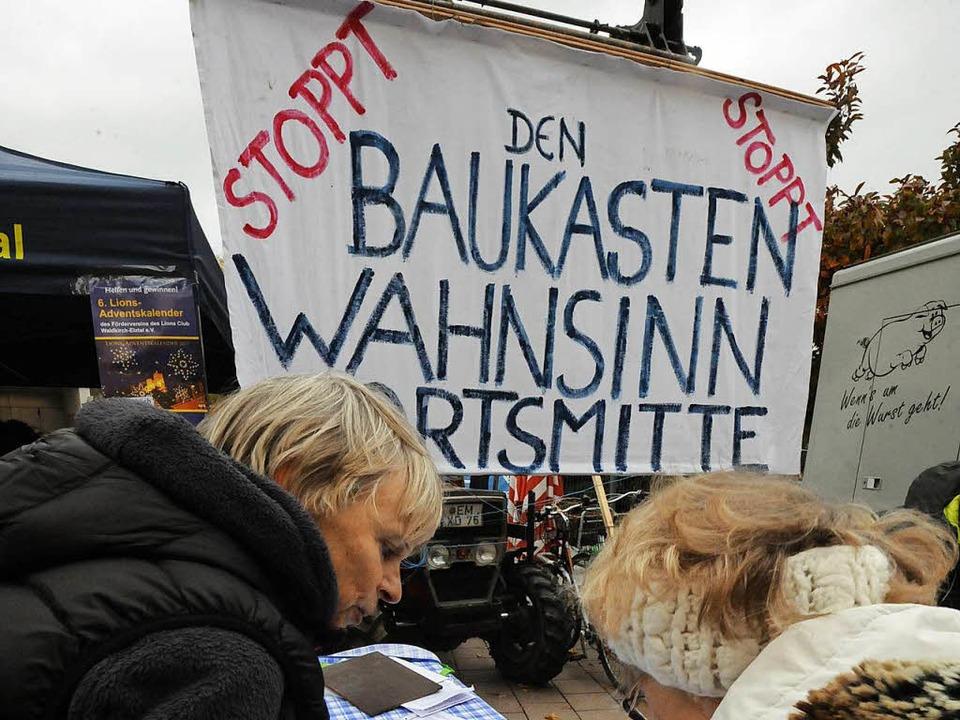 """Viele unterschreiben gegen den """"Baukasten-Wahnsinn"""".    Foto: Zimmermann"""