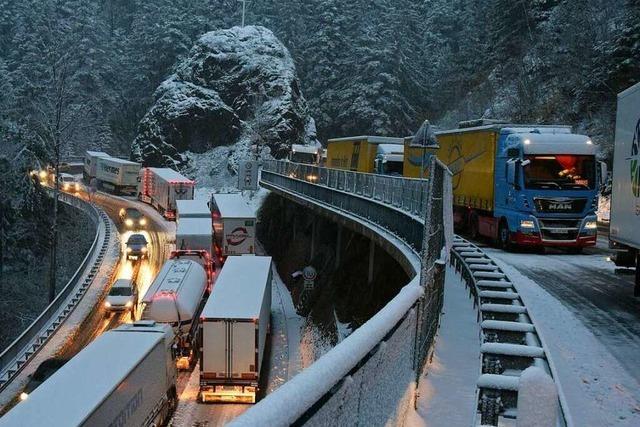 Wintereinbruch legt zeitweise Höllental lahm