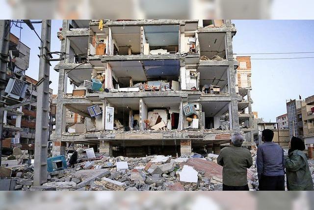 Mehr als 400 Tote bei Erdbeben im Iran