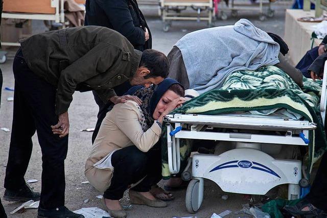 Mehr als 400 Menschen sterben bei Erdbeben im Iran