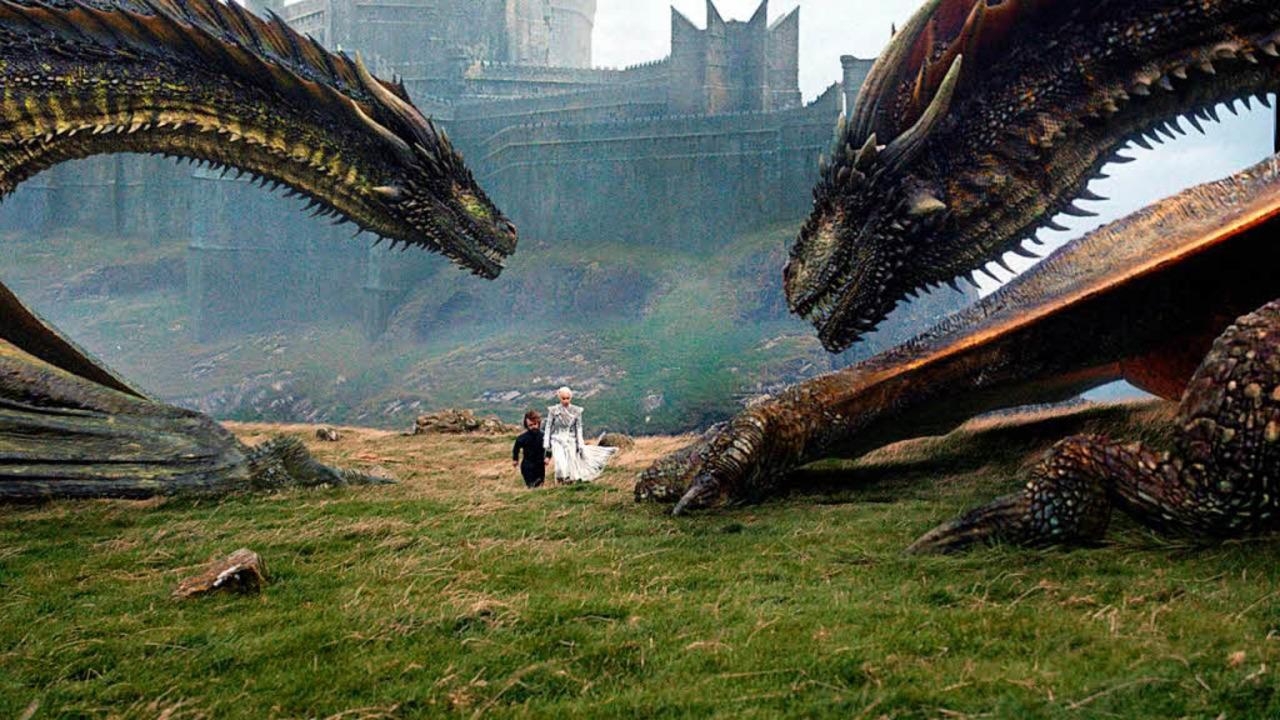 Schauspielerin Emilia Clarke spielt Da...klage alias Tyrion Lannister zu sehen.  | Foto: dpa