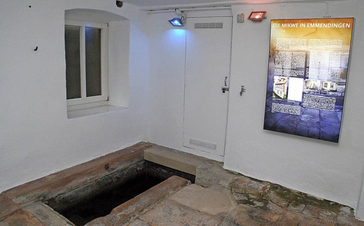 Die Geschichte des ehemaligen Emmendin...r fünf neuen LED-Leuchttafeln erklärt.  | Foto: Dorothea Scherle