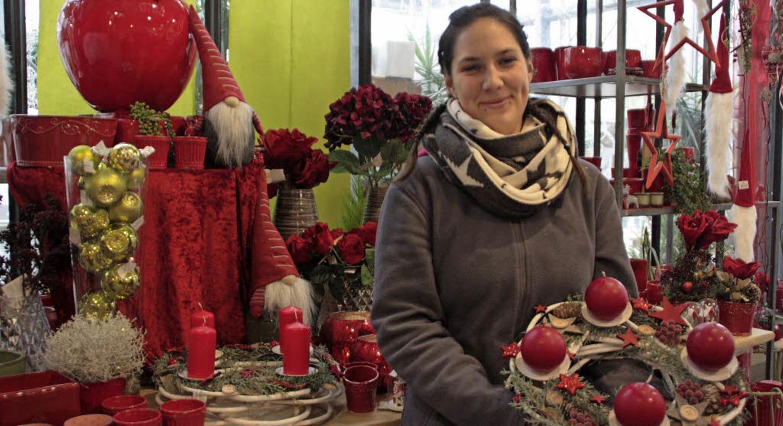 Freut sich auf die Adventszeit: Mitarbeiterin Elisa Ocvirk     Foto: kf