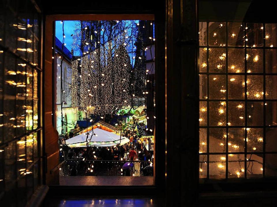 Dufte Aussicht: Weihnachtsmarkt vor dem Rathaus   | Foto: I. Schneider