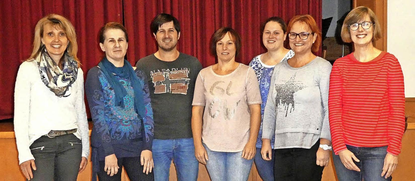 Gruppenbild mit Herr (linkes Foto): Vi...ika Disch (rechtes Foto, von rechts).   | Foto: Fotos: Verein