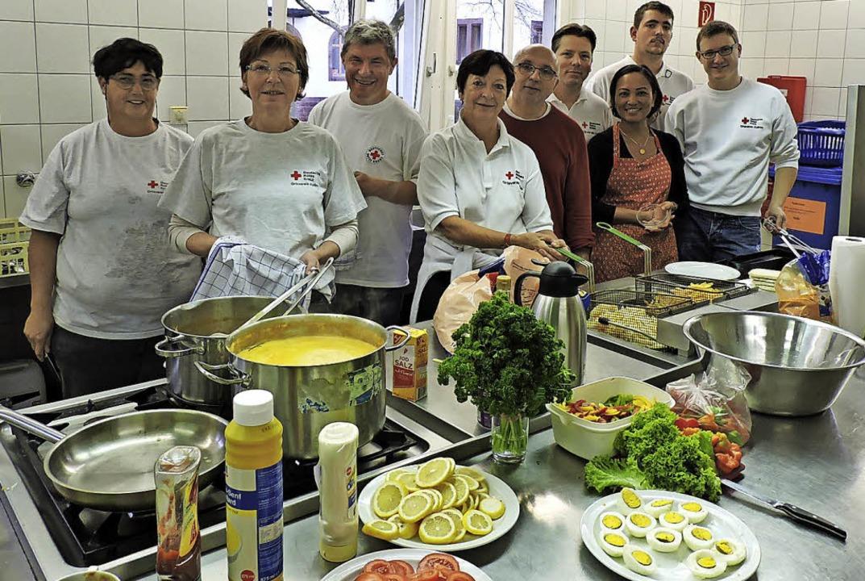 Für leckeres deutsch-bürgerliches und ...am vom Roten Kreuz und der Thaischule.  | Foto: Sylvia Sredniawa