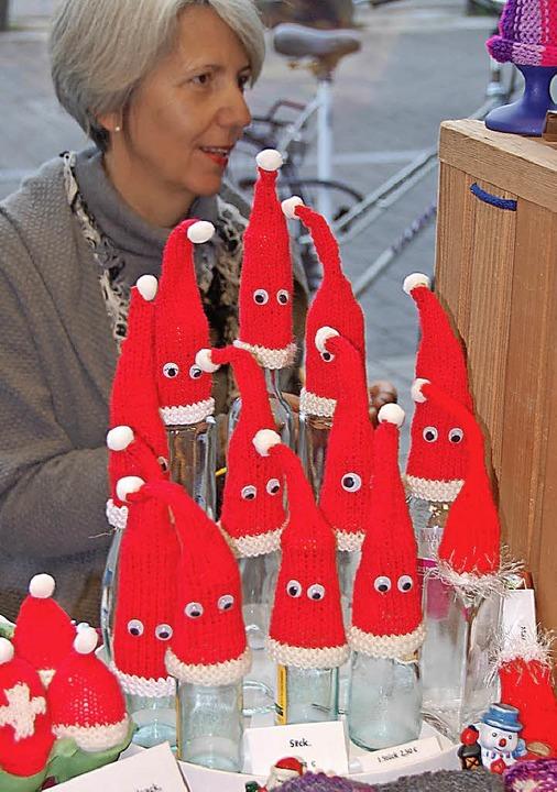 Weihnachtswichtel tummeln sich in der Insel.   | Foto: Frey